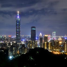 View of Taipei 101 from Elephant Mountain by Roland Viado - City,  Street & Park  Skylines ( taipei, elephant mountain, taipei101, skyline )