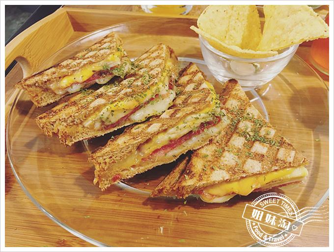 一日之初-義大利熱式帕里尼三明治-貓王三明治