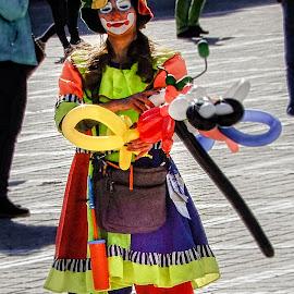 Balloon Lady by Richard Michael Lingo - People Street & Candids ( woman, balloons, street, candids, people )