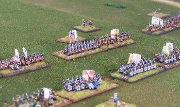 Photo: Il centro dello schieramento inglese. Davanti a loro i reggimenti francesi.Miniature Baccus.