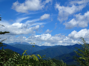 左に木曽御嶽山、右手前は夕森山