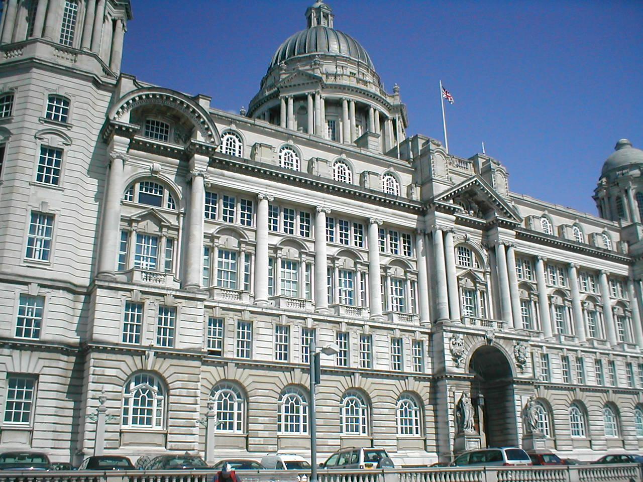 Photo: Port of Liverpool Building, Liverpool By NeilEvans via Wikimedia Commons (public domain) https://commons.wikimedia.org/wiki/File:PortofLiverpool.JPG  ★画像使用記事 『刑事フォイル』 http://inagara.octsky.net/keiji-foyle
