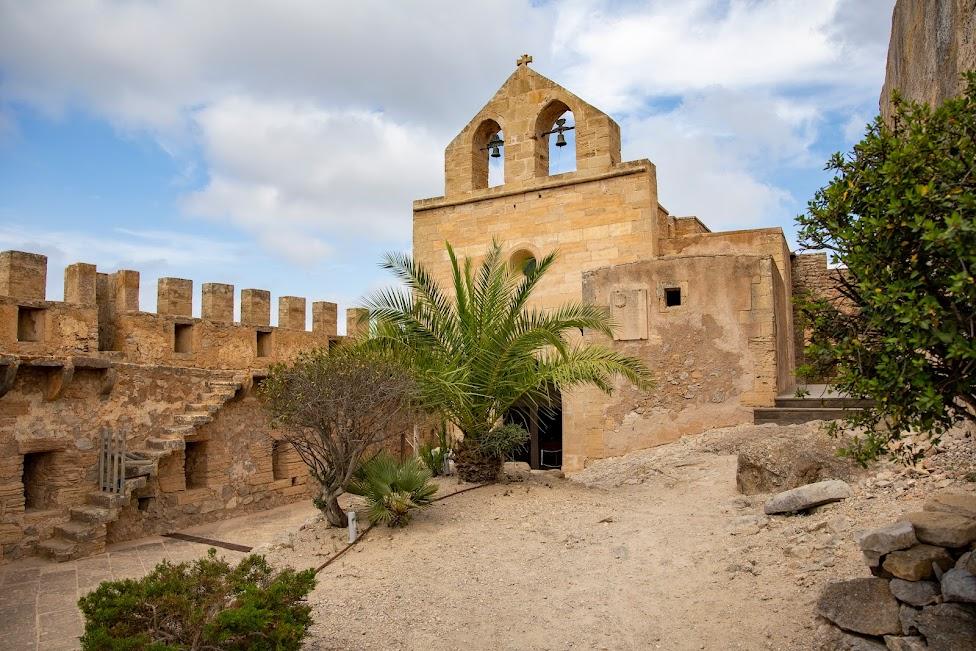 Zamek Capdepera, kościół