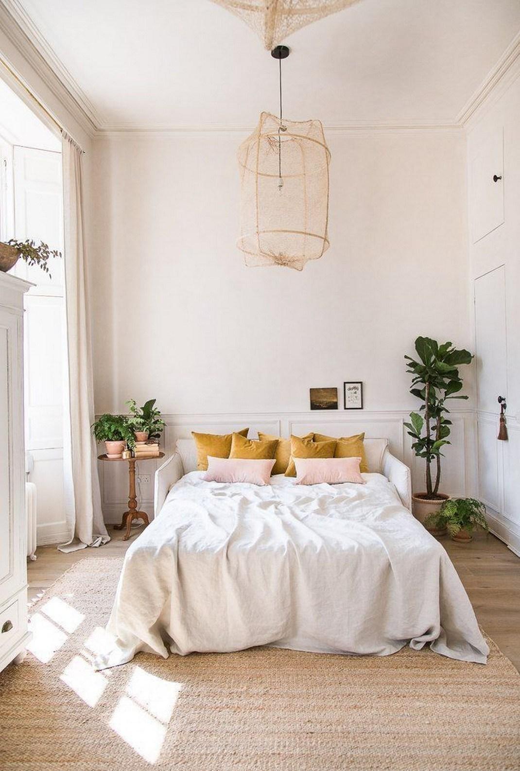 Phòng ngủ thiết kế đẹp có bố trí một ít cây xanh