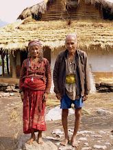 Photo: ältere Bauern am Wegesrand