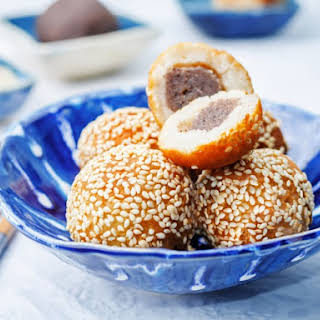 Jin Dui (Chinese Sesame Balls filled with Red Bean Paste).