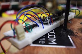 Photo: Système provisoire de contrôle des servomoteurs numériques