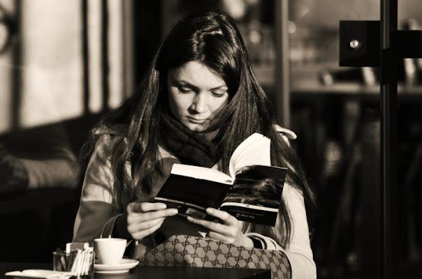 Seduta in quel caffè... di Abbraccio