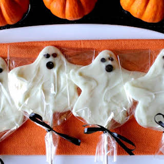Deliciously Easy White Chocolate Ghost Pops #Choctoberfest.