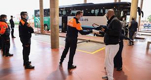 Agentes en la estación de El Ejido.