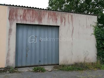 parking à Fougerolles-du-Plessis (53)