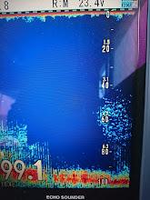 Photo: おおっ!反応出てきたゾー! 「水深ほぼ100m!ただただ、シャクれーっ!」