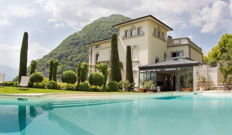 Villa avec piscine Bizzarone