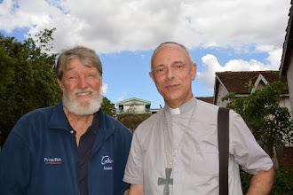 Photo: Père Pedro et Mgr Jean Legrez