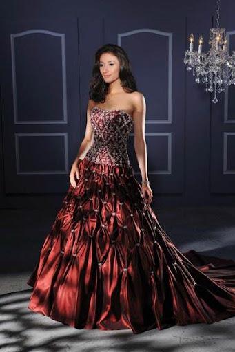 カラフルなウェディングドレス