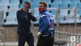 José Gomes se lamenta en el banquillo del Almería.