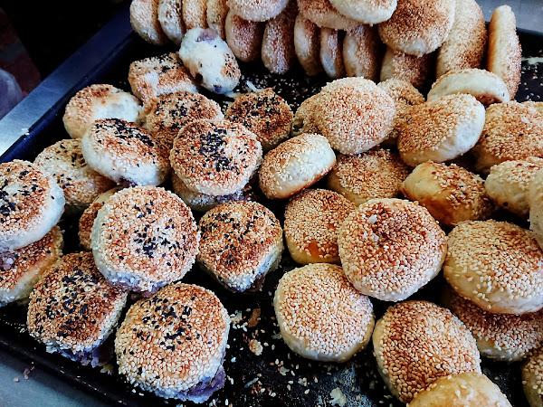 阿國碳烤燒餅- 在地推薦必吃點心 鹹酥餅 三角餅 @基隆