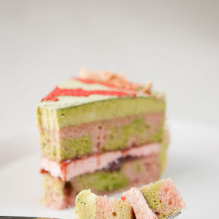 Matcha Strawberry Cake