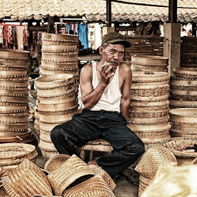 Traditional market by Mas Bagus - People Portraits of Men