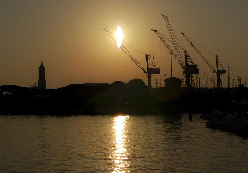 Livorno, tramonto in silhouette di pieralisa