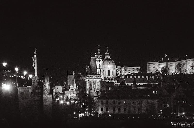 Praga di notte di defci