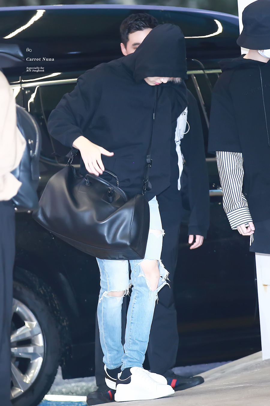 jungkook black bag 7