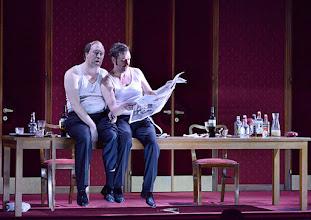 Photo: WIEN/ Burgtheater: Eugène Labiche ‹Die Affäre Rue de Lourcine›. Erweiterte Fassung von Elfriede Jelinek. Premiere am 18.4.2015. Nicholas Ofczarek, Michael Maertens. Copyright: Barbara Zeininger