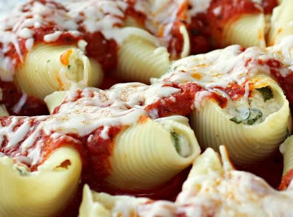Cheesy Spinach & Mushroom-stuffed Pasta Shells