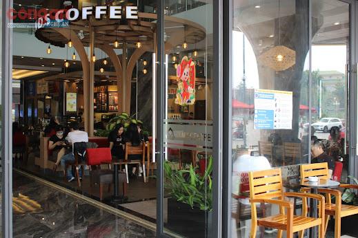 Một quán café vẫn hoạt động bình thường vào sáng 27/3 tại Tp. Vinh