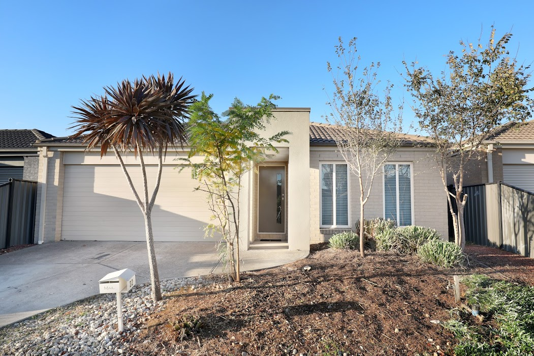 Main photo of property at 32 Sherrington Grange, Derrimut 3026