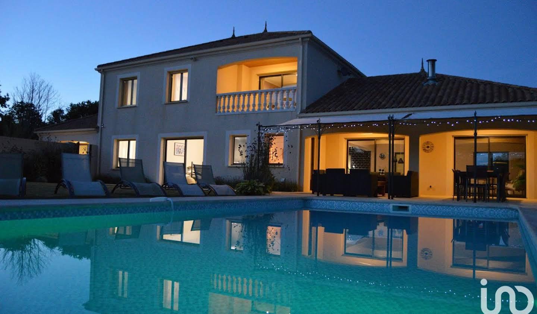Maison avec piscine et terrasse Chantonnay