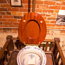 1900 crapper by Will McNamee - Artistic Objects Antiques ( patty_j_ball@hotmail.com; donaldbarber11@msn.com; donaldbarber11@msn.com; d3a1@aol.com;  postholes2002@yahoo.com; )