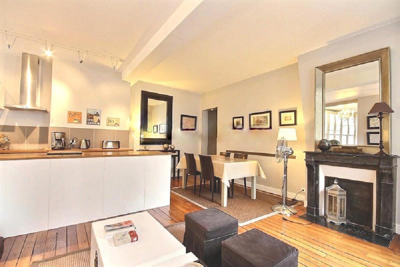2 Bedroom Serviced Apartment on Rue du Roi de Sicile in Marais ...