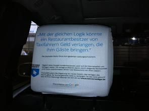 Photo: Ach, so eine Taxi-Fahrt kann einen ja ganz schön in Wallung bringen ...