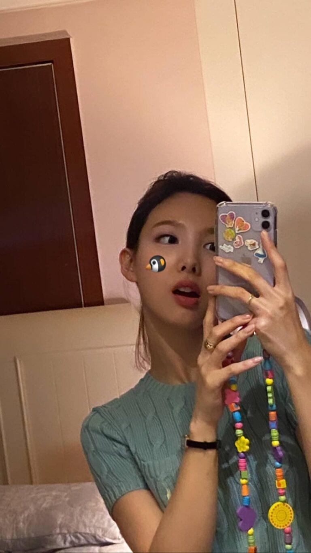 nayeon mirror 9
