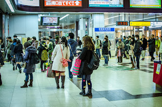 Photo: Travelers wait at Mito Station for the trains to begin moving through the snow.