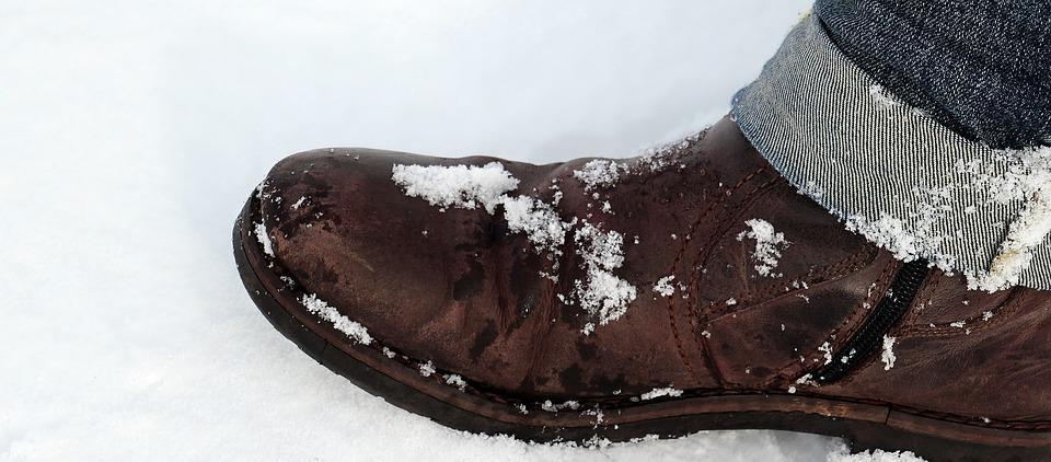 「giày trên tuyết」の画像検索結果