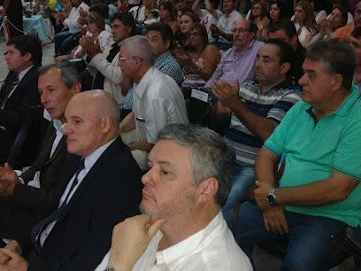 Funcionarios de Kubar escucharon el discurso de más de tres horas sentados en sillas a un lado de los concejales. El más vivaz fue Luis Billone, que hasta sumó algunos gritos durante los momentos de críticas a la oposición.
