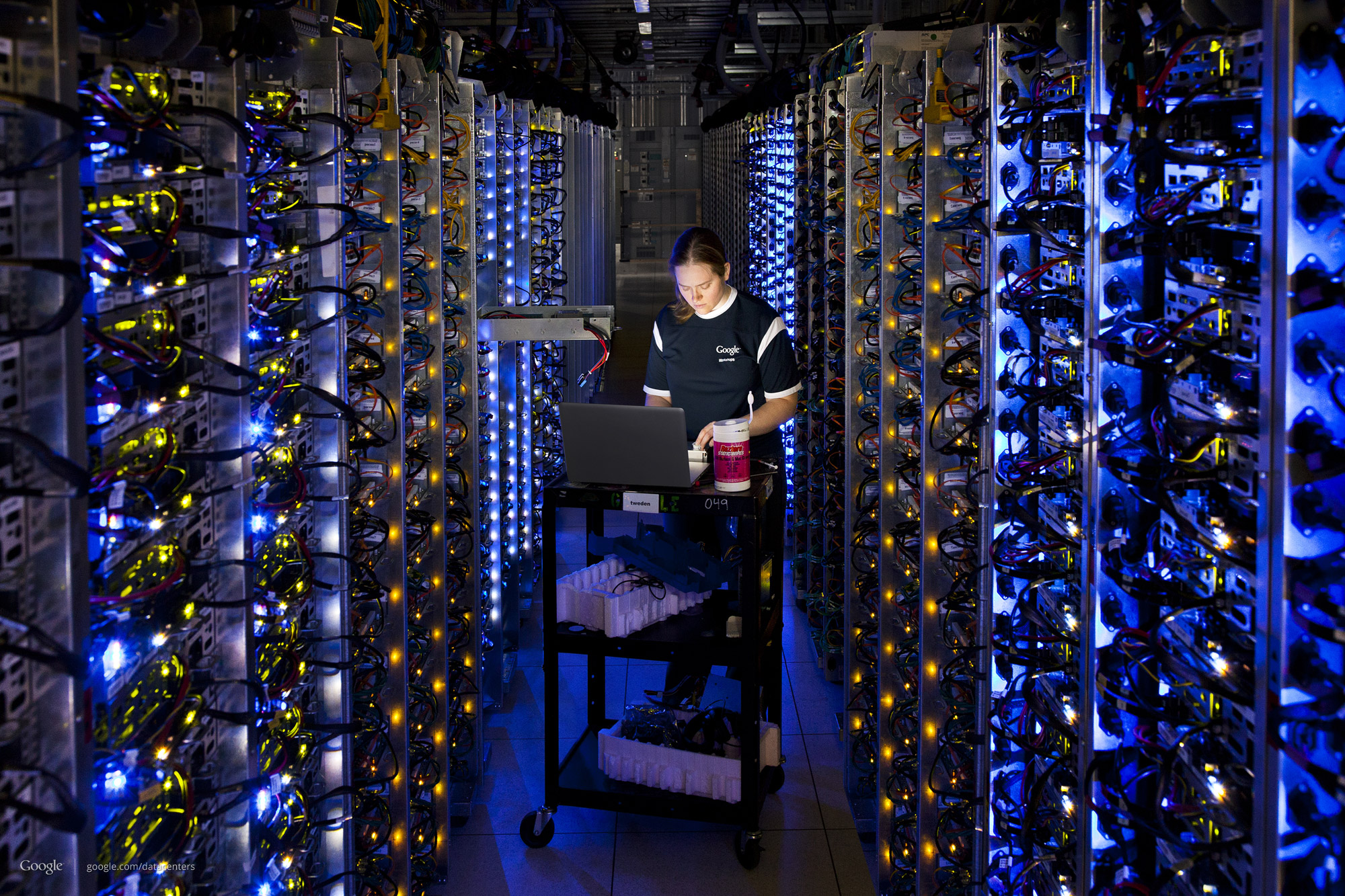 Photo: In the final, Connie cloned servers on the left to fill in the gap (http://goo.gl/Q0n6B)
