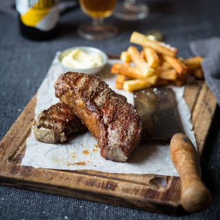 Steak And Chips With Garlic Mayonnaise.