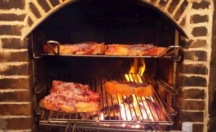 サンセバスチャンステーキ炭火焼きカーサフリアントロス