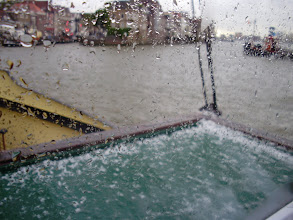 Photo: Net voor afsluiting Dordt in Stoom breekt het onweer los