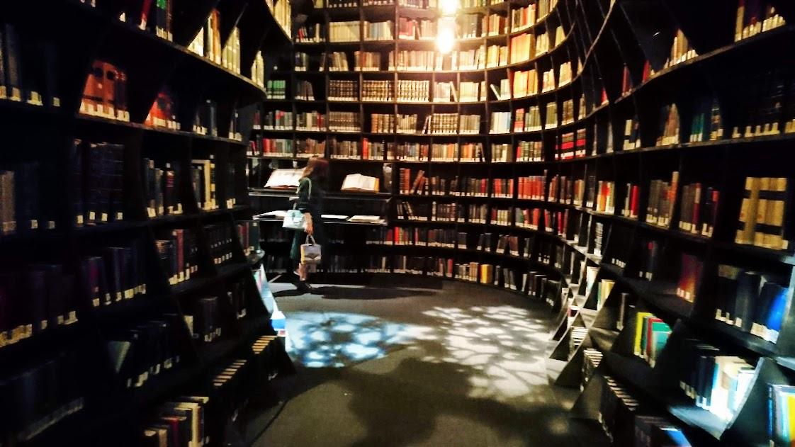 「世界を変えた書物」展 展示室2