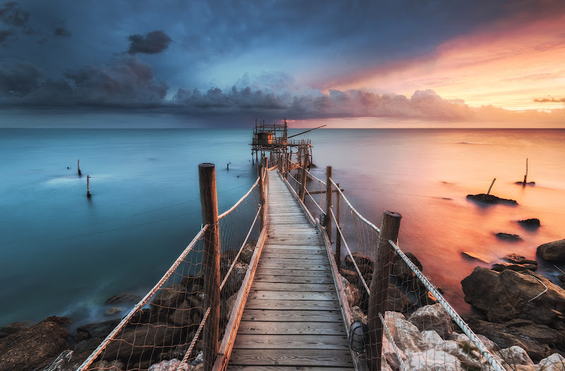 Un'alba molto vivace - Tra temporale e lampi di colore di maurizio_verdecchia