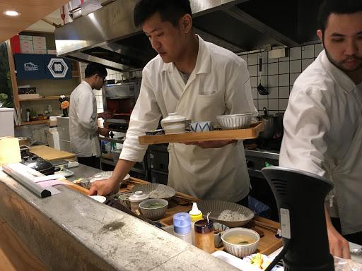 推薦一夜干、咖哩! 很用心的料理、 很乾淨的開放廚房、 很周到的服務