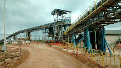 Photo: Esteira de minério no Porto do Açu