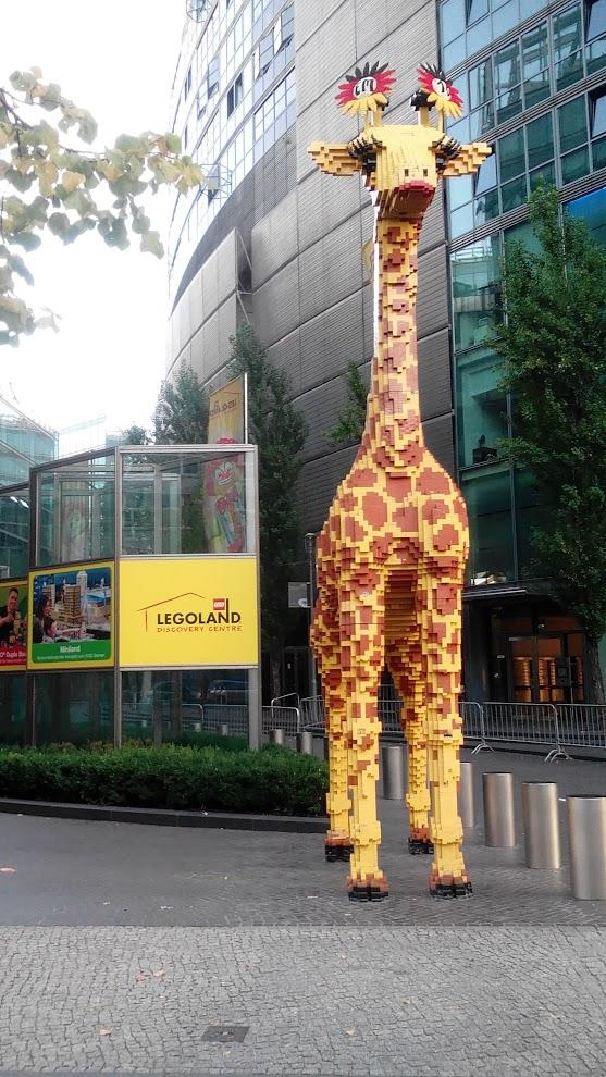 Жираф перед Леголэндом