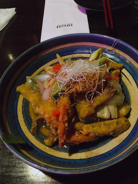 焦糖鮭魚壽司十分好吃 調酒及海鮮類表現也都可圈可點 氣氛好,以及有太鼓表演 適合聚餐的好地方