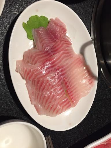 鯛魚+豬肉套餐沒想到鯛魚給的如此大器嚇死人了⋯⋯