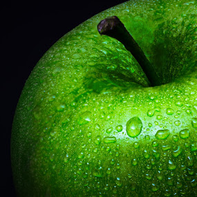 Granny Smith by Hiram Christian - Food & Drink Fruits & Vegetables ( connecticut grown, macro, granny smith, tart, sweet, connecticut, low key, green, apple, droplets,  )